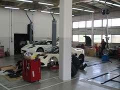 ロータス、ケータハム専用工場完備、ベテランスタッフが愛車を整備致します。