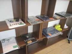 ロータスグッズ、Tシャツ、ポロシャツ、キーホルダー、キャップなど多数販売しております。