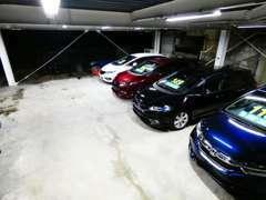 ショールーム奥は2階建展示場   車検 修理 買取査定 自動車保険 オートローン
