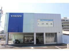 新しい店舗は、お客様駐車場も充実!大通り沿いで車の出し入れもしやすいです。
