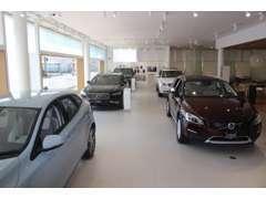 広い店内には新車を展示しています。新車のご購入も勿論承りますので、是非ご相談ください!
