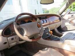 車内はとてもきれいなお車です。内装もおしゃれ!