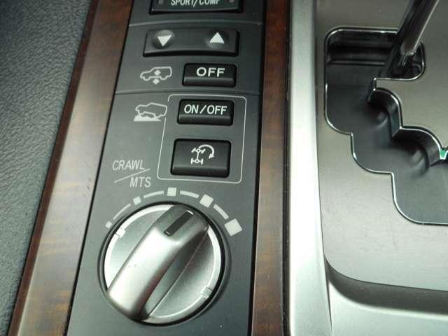 車高切り替えスイッチ、クロールコントロールスイッチ、マルチテレインセレクト