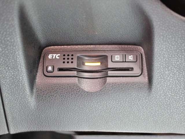 ETCももちろん装備!いまや無い車はないのではないかというくらいですがこちらも例外ではなく装備されております!後からつける手間もお金もかからず高速もスイスイなので友達・家族と遠出も楽しくなるはずです!