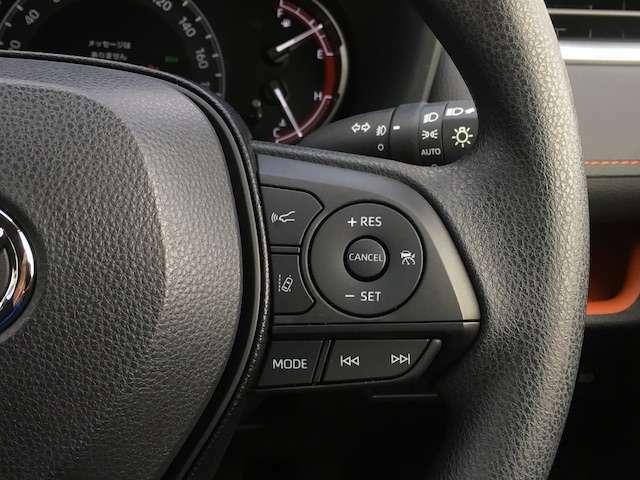 ★レーダークルーズコントロールはあらかじめ設定した速度内で、適切な車間距離を保ちながら追従走行するシステムです。高速道路などでの長時間運転時の負荷の軽減になります★