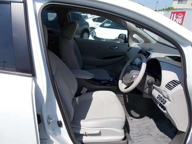 【フロントシート】機能的はもちろん、細かな配慮が施された室内空間です。