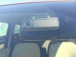 最近流行りのドライブレコーダー!!付いてます!!ディーラー車は高い?そんなことはありません!【総額表示】を推進しておりますので、お支払い総額で比較してください!