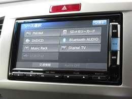 ナビゲーションはギャザズメモリーナビ(VXM-152VFi)を装着しております。AM、FM、CD、DVD再生、Bluetooth、音楽録音再生、フルセグTVがご使用いただけます。初めて訪れた場所でも道に迷わず安心ですね!