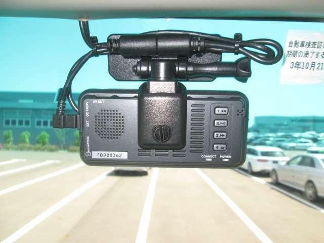 ドライブレコーダーも付いてます、もしもの時に安心です。(フロント側)
