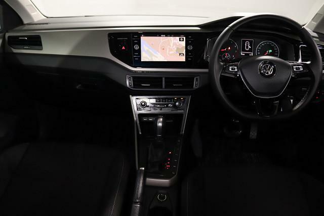 コンパクトカーでも広さや快適さにこだわり、精悍に作り仕上げられた室内。