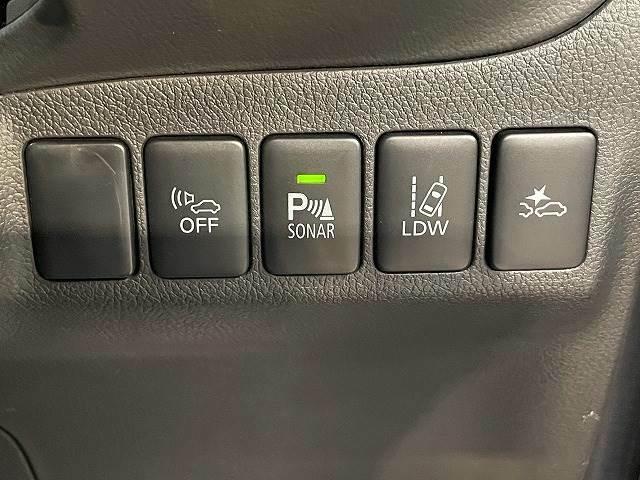 【衝突軽減ブレーキ・車線逸脱警報】など最新の装備が充実しております。
