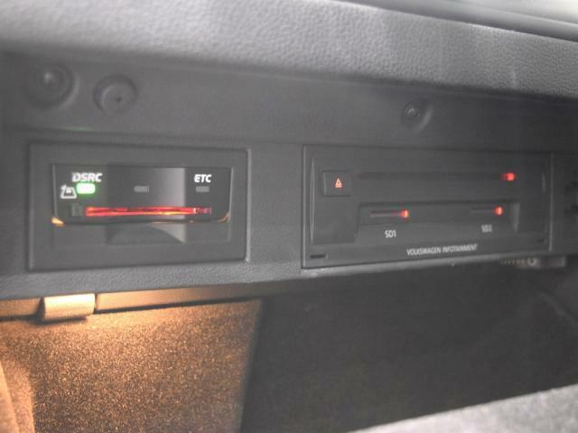 高速道路にスマートアクセスETC2.0車載器を搭載。CD+DVD +SDカードのスロットはグローブボックス内に設置されています。お気に入りの音楽ファイルを入れてドライブに出かけましょう!