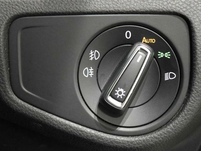 ロータリー式のライトスイッチはAUTOライト機能付です。
