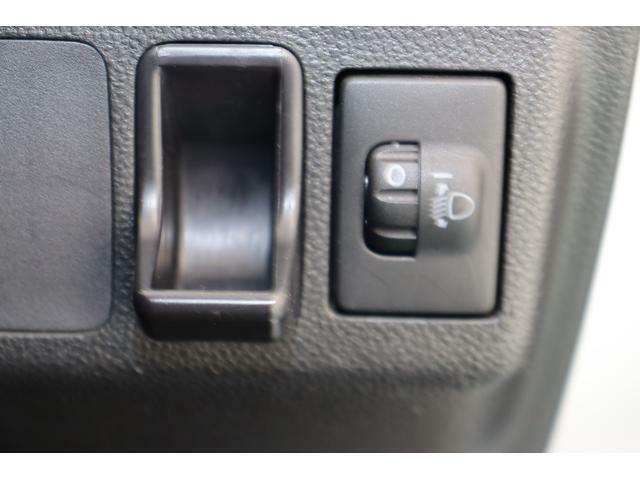 コインポケット、ヘッドランプマニュアルレベリングスイッチ