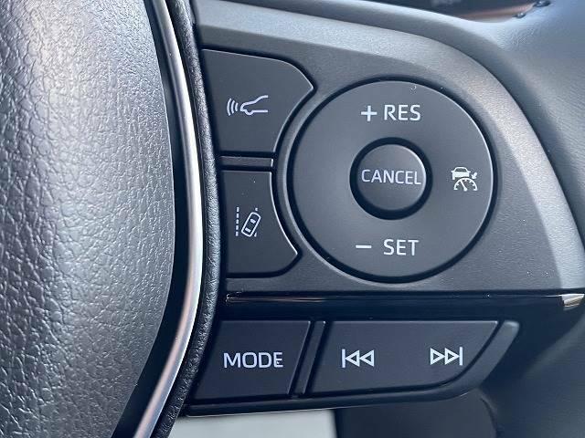 レーダークルーズコントロール装備レーダーやカメラを使って前を走るクルマの状況を検知して速度を調整してくれます。衝突軽減やレーンキープ装備。