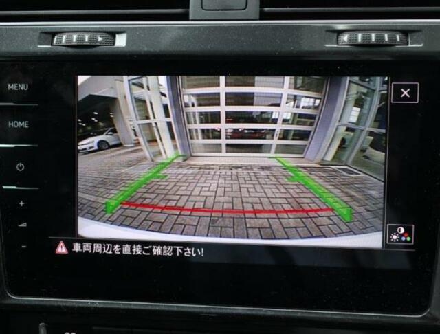 バックカメラの映像は大画面で鮮明に確認することができます。