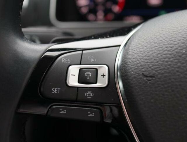 アダプティブクルーズコントロールの設定ボタンはステアリング左側。