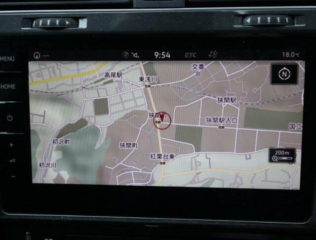 App-ConnectやTVチューナー、Car-Netなど対応の9.2インチ純正ナビゲーション搭載。