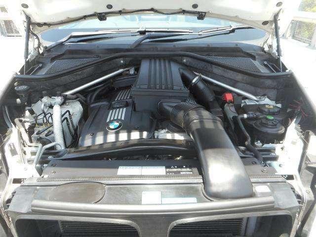 エンジンは3リッター直列6気筒のN52B30Aです。オイル漏れ等もなくコンディションは良好で気持ちよく吹け上がります。