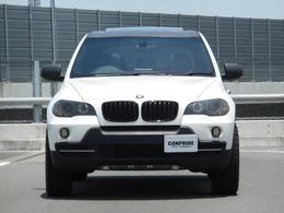サスペンションは純正となりますが、リフトアップキットを装着して約4.5cmの車高アップをしています。