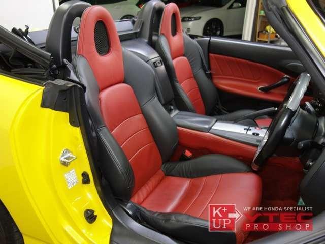 新車当時にのみオーダー可能だった赤/黒革コンビシート仕様です。AP1後期型にのみ採用されたカラーリング。走りをより楽しみたい方にはフルバケットシートのご提案も可能です。当店、試座可能なレカロ多数あり!