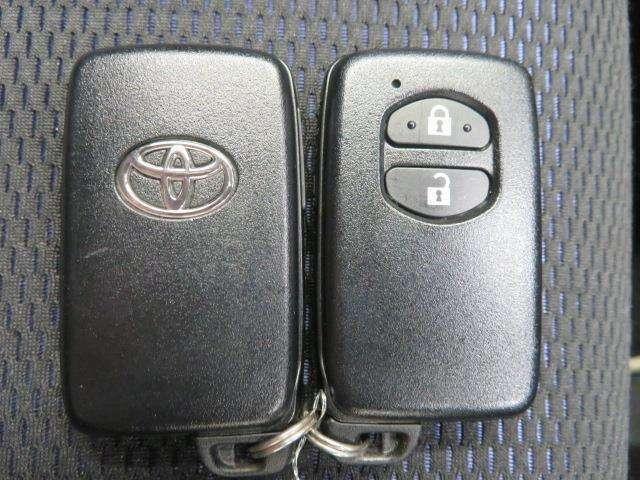 ドアロックはワイヤレスリモコンでワンタッチ。 鍵穴に一々差し込むのと大違いですね。