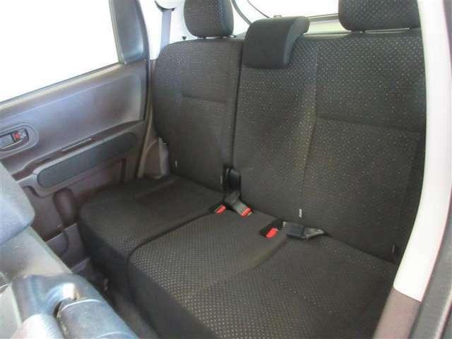 ゆったり座れるリアシート!足元スペースも広々としていて、シートの座り心地も良くてくつろげます♪
