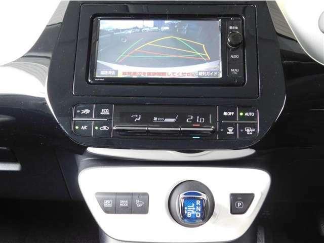 フルセグTV視聴可能な純正メモリーナビゲーション。Bluetoothオーディオにも対応しています。エアコンは一年中快適室内温度を保つ、フルオートエアコン。