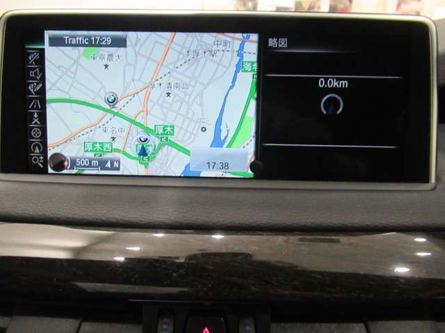 iDriveはHDDナビの機能に加え、AM/FMラジオ、ミュージックサーバー、Bluetoothオーディオ、車両状態の確認、設定の変更等が操作可能です。