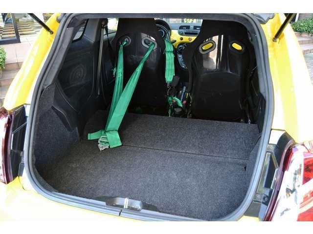 弊社サービス工場はテスターも完備しておりますので大切なお車のメンテナンスも安心してお任せください。