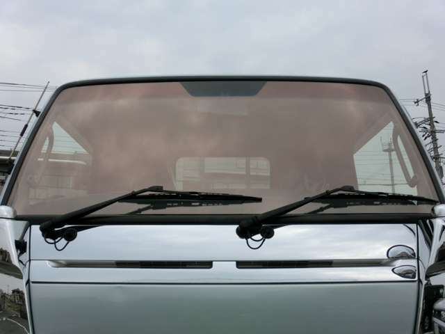 Bプラン画像:■フロントガラスを「カスタム」するという新提案!当社はソーラーインパクトガラス販売代理店です。■