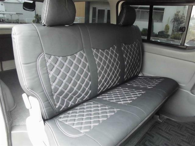 ■後席はアレンジすればフラットにもなりますし、ベッドキットもオプション取り付けできます♪■