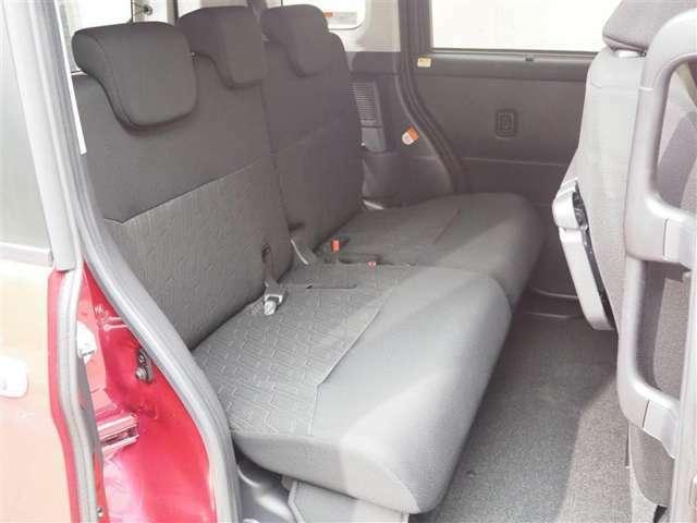 リアシート!コンパクトカーでは珍しいリアシートの背もたれの調整が可能です!