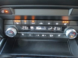 ■ステアリングヒーターとシートヒーターがついております!冬場でも暖かドライブが可能です。