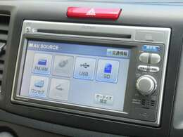 ナビゲーションはホンダ純正メモリーナビ VXM-128VS が装着されております。AM、FM、CD、DVD再生がご使用いただけます。初めて訪れた場所でも道に迷わず安心ですね!