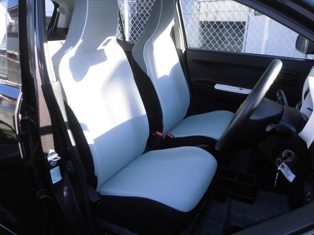 運転席側には、シートヒーターが装備されてます。