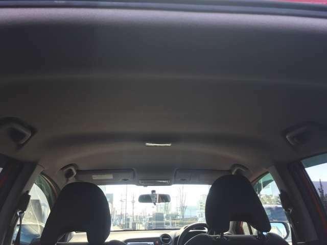 車内高が高く、ヘッドクリアランスが良いので圧迫感を感じにくい造りになっています。開放感が増せば、楽しいドライブが楽しくなります。