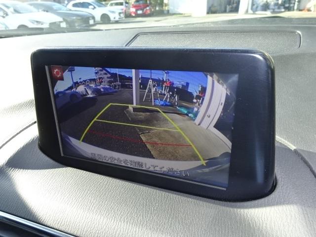 バックカメラ付きでモニターの映像を見ながらの車庫入れが出来るので安心ですね