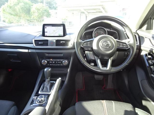 クルマとつながるドライビングポジション!人間中心の発想でシート、ステアリング、アクセルペダルと随所に拘りの造りが詰まっています。迷わず確認、操作が出来、安全に運転出来るコックピット環境のアテンザです。