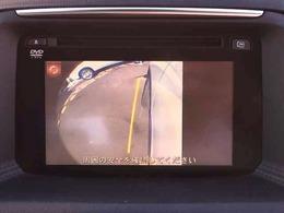 【サイドカメラ】 特に死角が多い車体横側の確認が出来ます!