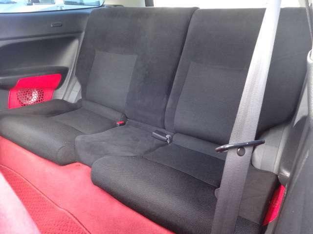 後部座席も使用感が少なく大変綺麗です!