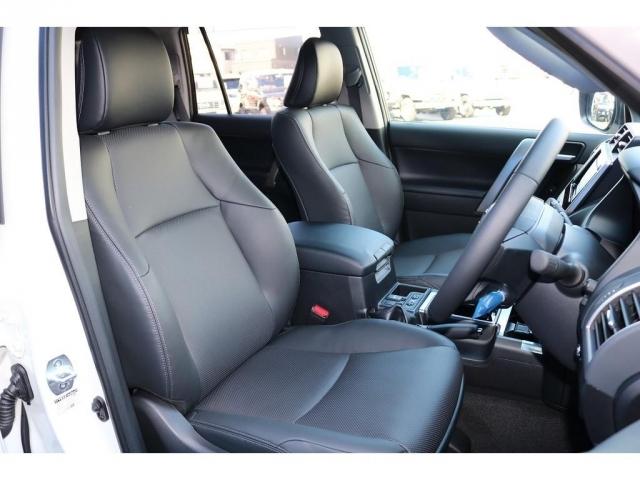 TX-Lパッケージなので本革シートで座席のシートも電動で動きます!