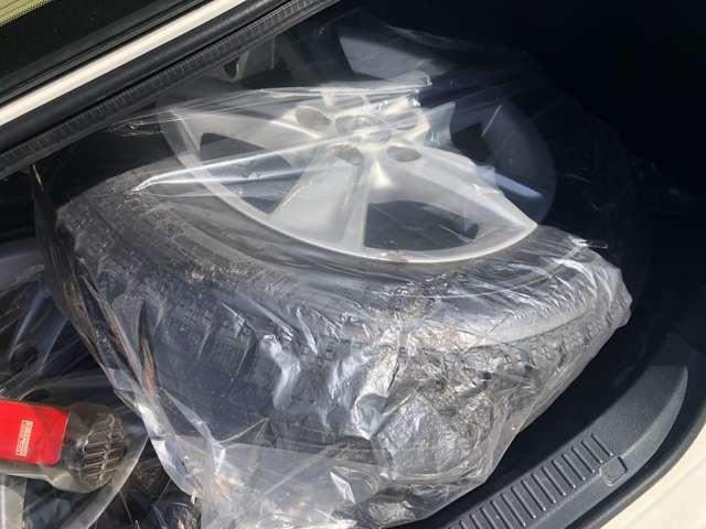 『積み込みタイヤ』 スタッドレスタイヤです!!  もちろん夏&冬タイヤは新品も販売しておりますので、お気軽にお尋ね下さい!!