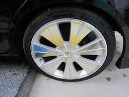 社外アルミ・タイヤもまだまだ溝あります。