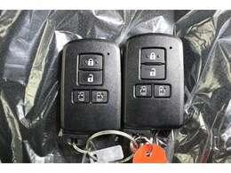 鍵がポケットの中でもドア開閉、エンジンスタートが可能なスマートキーです!