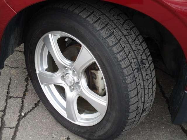 タイヤサイズは、225/60R17です。