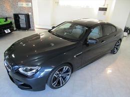 BMW M6 グランクーペ 4.4 シンガポールグレー アイボリーインテリア