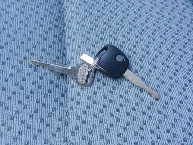 ★★スマートキー(またはキーレス)は・・・・リモコン操作で、全てのドアのロック・アンロックが行えるので、ラクラクですね♪♪♪