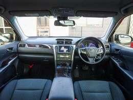 車内のドライブ装備も充実したカムリ ハイブリット!Tコネクトナビに地デジTV・プリクラッシュ・レーダークルーズ・レーンアシスト・オートマチックハイビーム・ブラインドスポットモニターなど、安全装備も完備