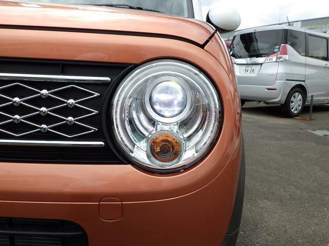 ディスチャージヘッドランプ搭載!!オートライトもセットでついていて便利です。